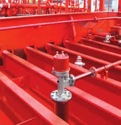 Máy rửa vệ sinh két hàng tàu dầu