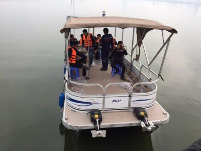 Bàn giao tàu hai thân vỏ nhôm nhập khẩu nước ngoài cho đối tác tại Hà Nội
